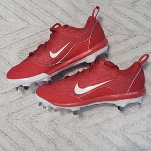 Nike NEW red metal youth cleats 7 mens 5.5